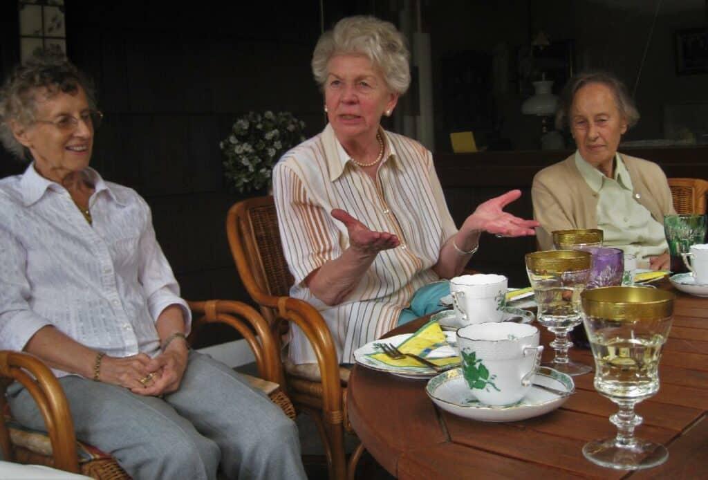 Senioren beim Kaffeetrinken
